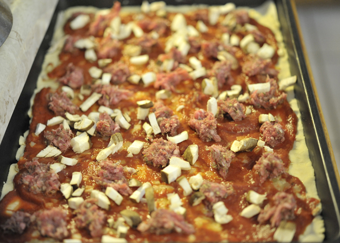 Corn free lamb mushroom garlic onion pizza