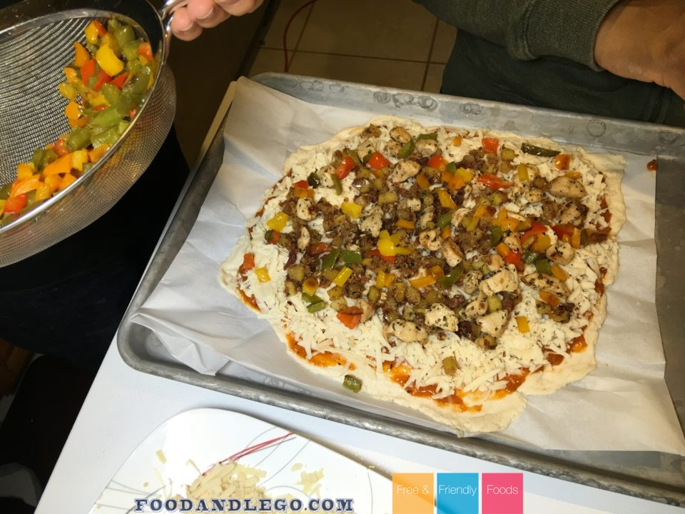 Free and Friendly Foods Chicken Apple Maple Bacon Pizza